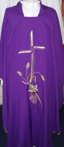 Lightweight chasuble with a grapes and wheat embroidered motif.