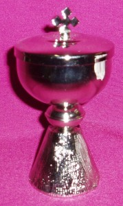 Small silver ciborium with a height of 130mm and a diameter of 65mm.