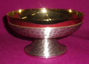 CW3080: silver paten ciborium with diameter of 14cm; beaten silver exterior with gold plated interior.