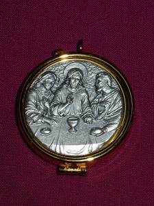 Pyx with a pewter top engraved with the Last Supper image